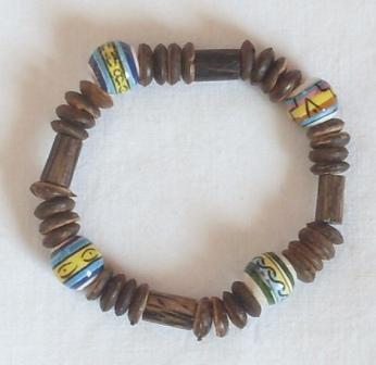 Armband mit Holzlinsen und Keramikperlen